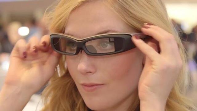Google Glass Gitti, Sony SmartEye Glass Geldi