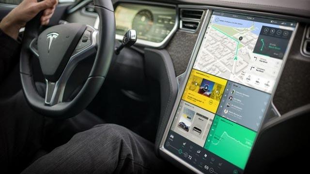 Tesla'dan Model S İçin Eşi Görülmemiş Kontrol Paneli