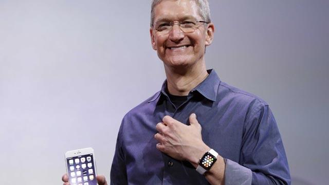 Pazartesiyi Bekleyemeyen Tim Cook Apple Watch'u Anlattı