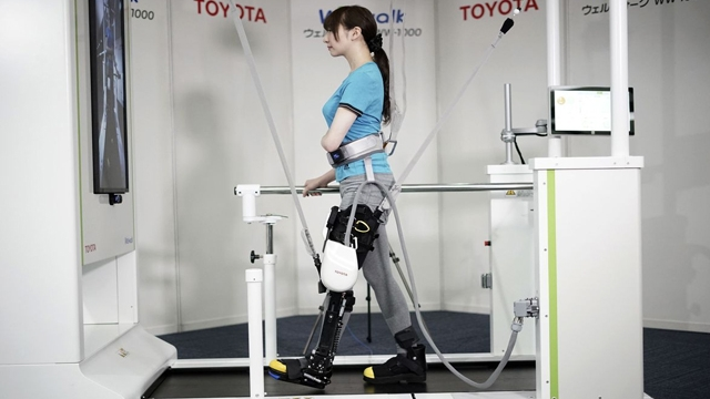 Toyota, Felçli Hastaların Yeniden Yürümesi İçin Robot Bacak Yaptı