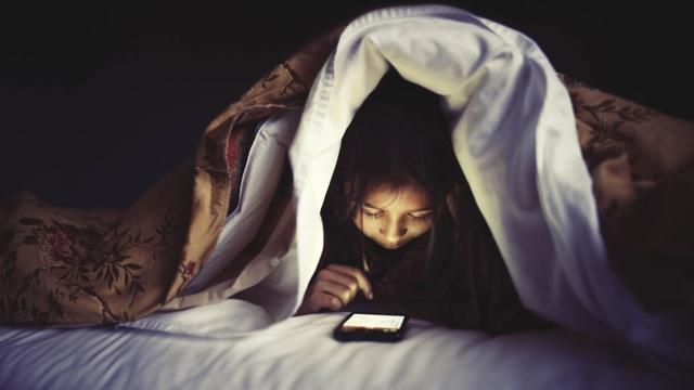 Uyumakta Güçlük mü Çekiyorsunuz? Suçlusu Cep Telefonunuz Olabilir