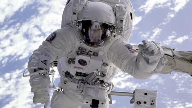 NASA'nın Elinde Fonksiyonel Astronot Elbisesi Kalmadı