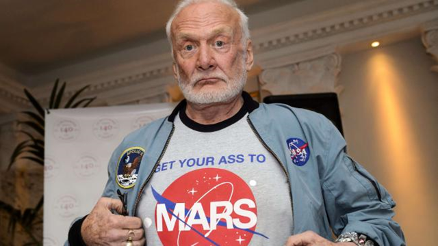 Buzz Aldrin'in Uzayda Çektiği İlk Selfie Açık Artırmada