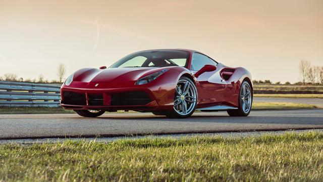 Ferrari Çalan Hırsız, Benzin İçin Dilenince Yakalandı