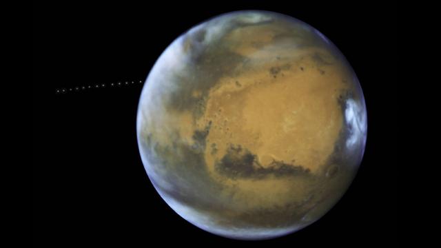 Kızıl Gezegenin Küçük ve Hızlı Uydusu Phobos Görüntülendi