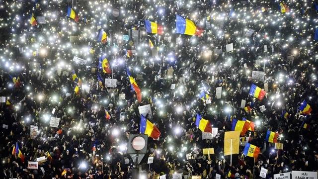 250.000 Akıllı Telefon Geceyi Aydınlattı!