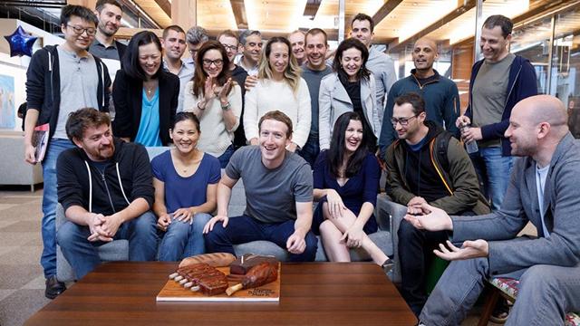 Facebook Patronuna Özel, Etten Doğum Günü Pastası!