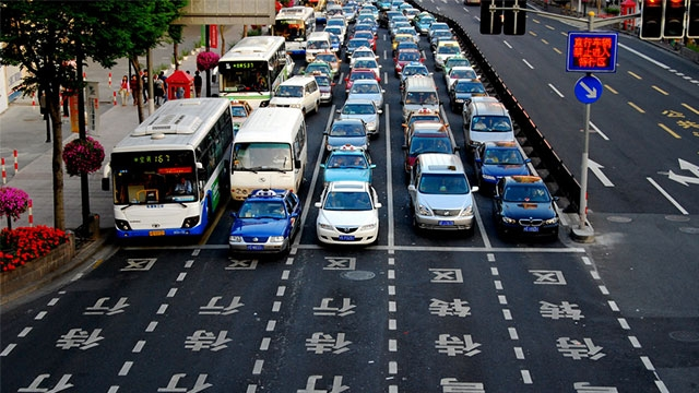 Çin Benzinli ve Dizel Otomobilleri Yasaklamaya Hazırlanıyor