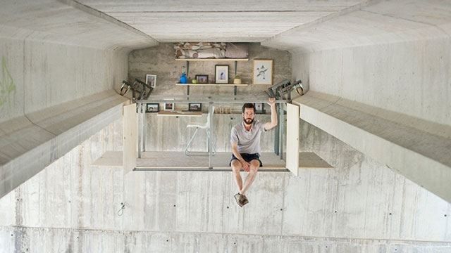 İspanyol Tasarımcı Köprü Altını Kendi Stüdyosu Haline Getirdi