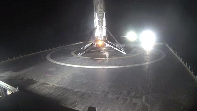 SpaceX Firması 4.Kez Denize Dik Olarak Roket İndirdi
