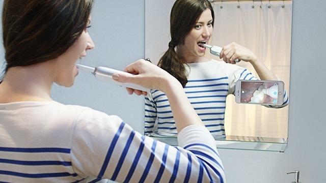 Ağzımızın İçini Görebileceğimiz Kameralı Diş Fırçaları Geliyor