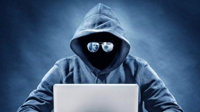 İnternet Dolandırıcıları Burs Verme Vaadiyle Öğrencileri Dolandırıyor