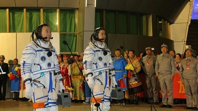İçerisinde 2 Astronot Bulunan Uzay Aracı Başarılı Şekilde Fırlatıldı