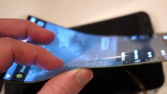 LG Kavisli Ekrana Sahip Yeni Bir Telefon Hazırlığında