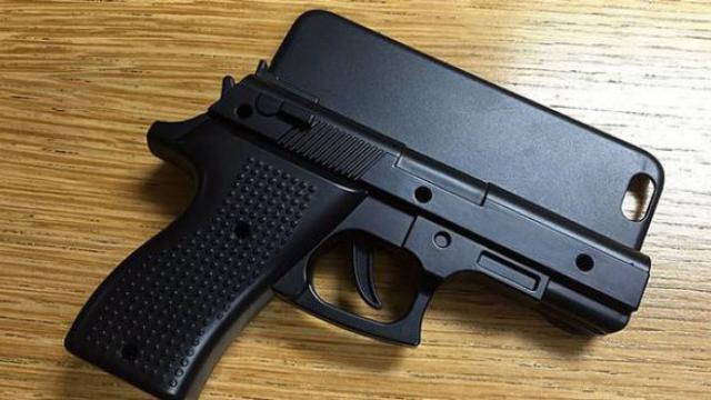 Silah Gibi Görünen iPhone Kılıfı Polisi Harekete Geçirdi