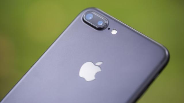 Yere Düşen Bir iPhone 7 Plus Bomba Gibi Patladı
