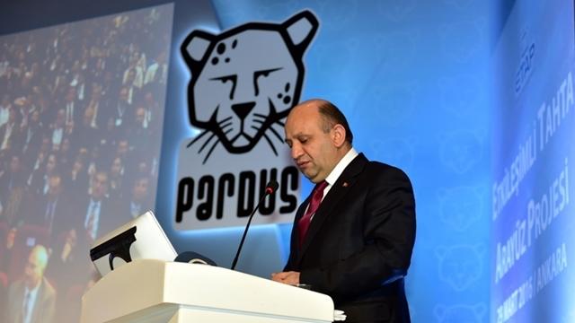 Milli Savunma Bakanı Fikri Işık, Vatandaşları Pardus Kullanmaya Davet Etti