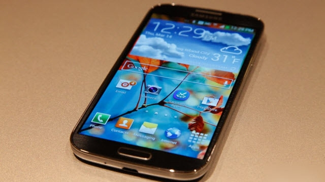 Samsung Galaxy S4, Galaxy S3 ve iPhone 5'ten Daha Kırılgan