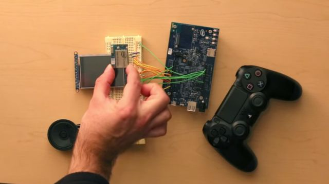 Ev Yapımı Minicik Bilgisayar ile Doom Oynadılar!