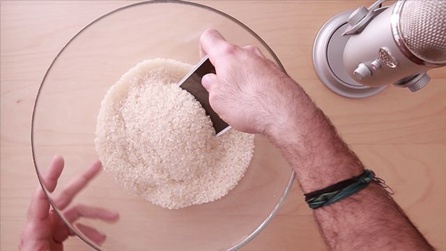 Suya Düşen Telefonu Pirinç İle Kurutma Nasıl Yapılır?