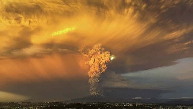 İşte Şili'deki Volkanın Patlama Görüntüleri