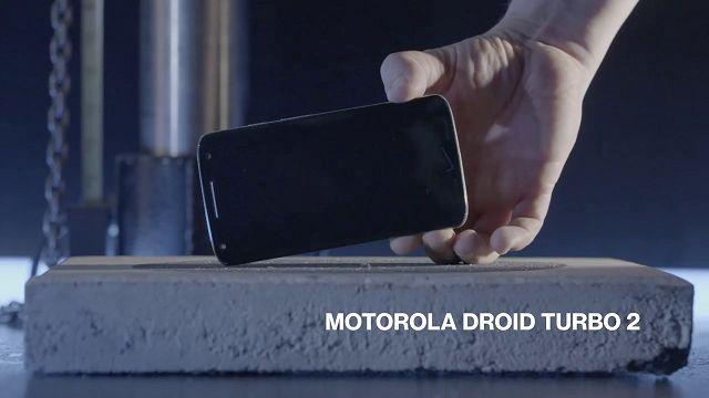 Motorola DROID Turbo 2 Düşme Testinde Rakiplerine Meydan Okuyor