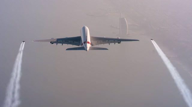 Yok Artık! Jetpack ile Uçak Kovalayan 2 Çılgın Dudak Uçuklattı