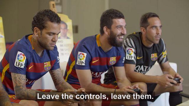 Arda Turan'ın Takım Arkadaşlarıyla FIFA 16 Kapışması