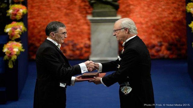 Prof. Dr. Aziz Sancar Nobel Ödülünü İsveç Kralı'ndan Aldı
