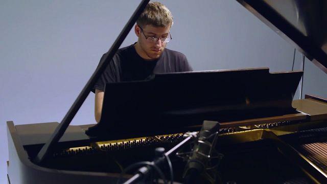 Genç Piyanist Kyle Landry'nin Microsoft Surface Pro 4 ile Tanışma Anı