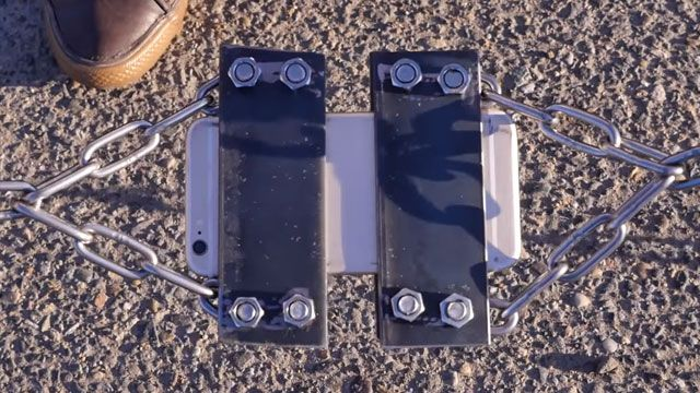 iPhone'u İki Ucundan Çekerek Koparabilir Misiniz?