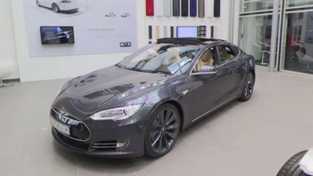 Tesla Showroom'unu 360 Derece İzleyin!