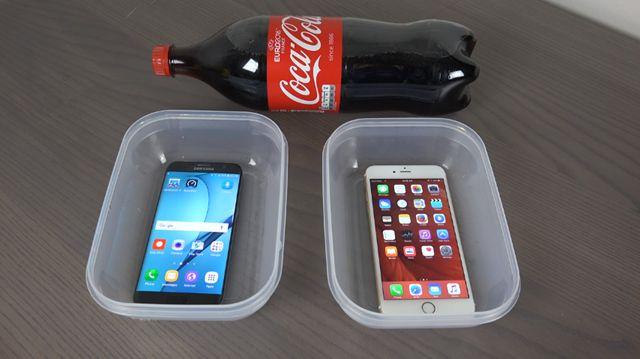 Galaxy S7 Edge'i ve iPhone 6S Plus'ı Kola İçinde Dondurursanız Hangisi Sağ Çıkar?