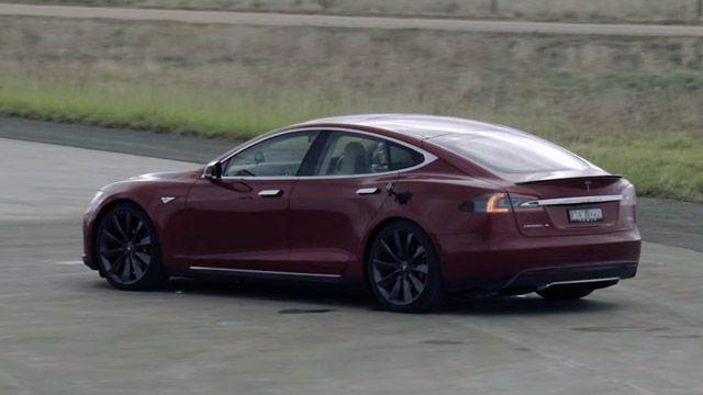 Tesla Model S'i Uçakla Yarıştırdılar!