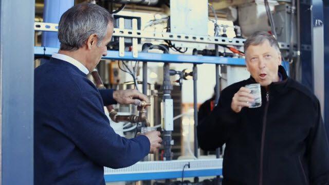 İnsan Dışkısından Elde Edilen Temiz Suyu İçen Bill Gates