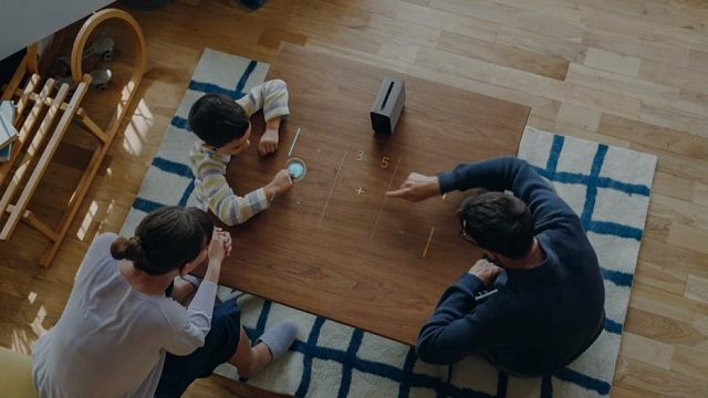 Sony'den Android Tabanlı Dokunmatik Projektör: Xperia Projector