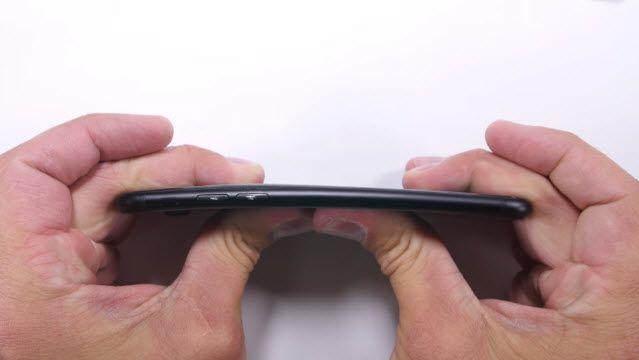 iPhone 7 Çizilme, Bükülme ve Yanma Testi