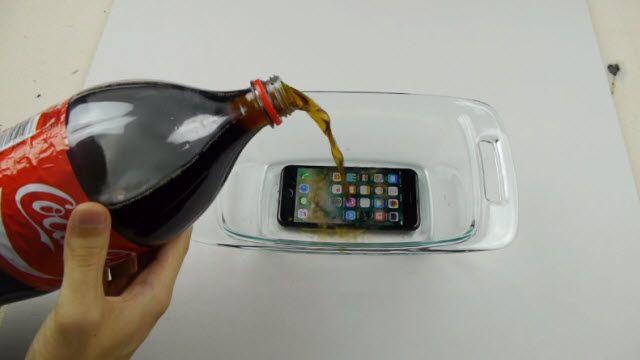 iPhone 7'yi Kolanın İçinde Dondurursanız Ne Olur