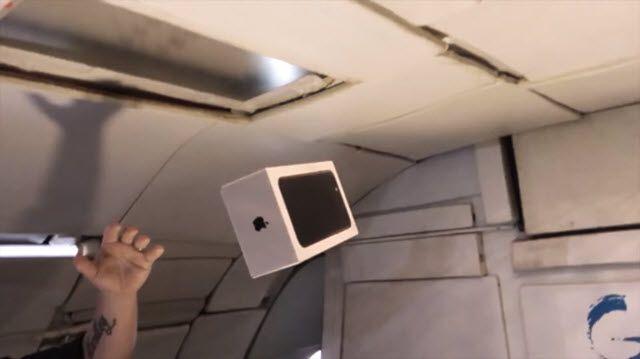 Sıfır Yer Çekiminde iPhone 7 Kutu Açılışı