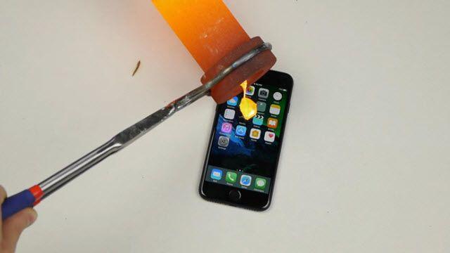 iPhone 7'nin Üzerine Erimiş Altın Dökerseniz Ne Olur