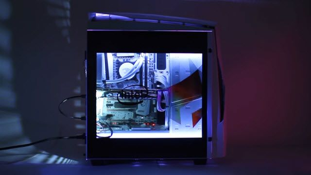 Yan Panel Ekranıyla Göz Kamaştıran Oyuncu Bilgisayarı