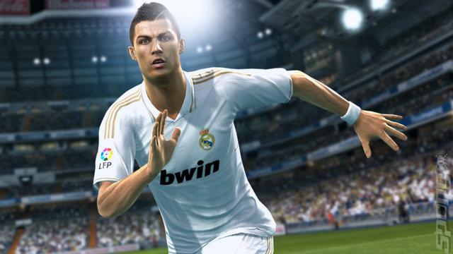 PES 2013'ün Cristiano Ronaldo'lu TV Reklamı