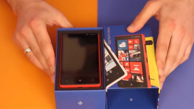 Nokia Lumia 820 Kutu Açılış Videosu