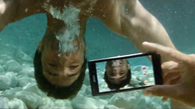 Sony Xperia Z1 Su Geçirmezlik Reklamı