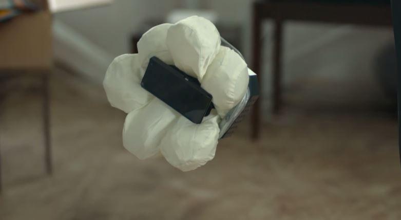 Honda'dan Hava Yastıklı Telefon Kılıfı: Smartphone Case N