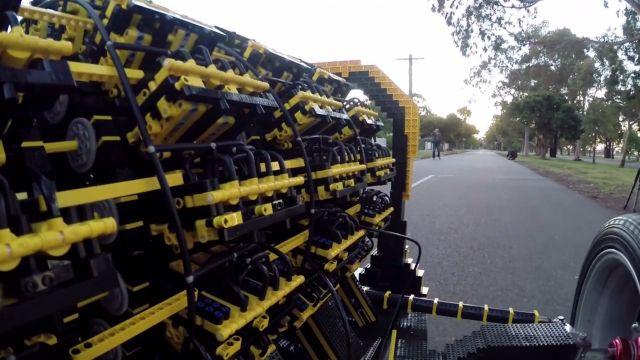 Lego Parçaları ile 40 Kilometre Hıza Ulaşan Araba Yaptılar