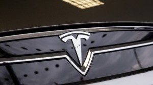 Tesla Otomobili Uzaktan Ele Geçirip Kontol Ettiler