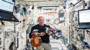 'Uzayda Kesintisiz En Uzun Süreli Kalma' Rekoru Tescillendi