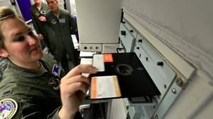 Meğer Nükleer Silahların Disketlerle Kontrol Edilmesi İyi Bir Şeymiş