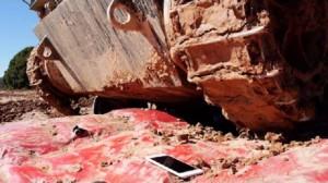 iPhone 6 Plus'ınızın Üzerinden Tank Geçerse Ne Olur?